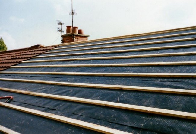 Timber roof battens installed on bisf steel framed house
