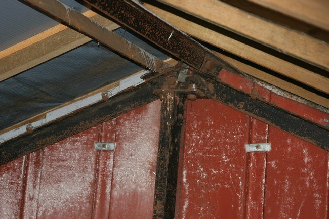 Gable end jointed steel angle roof truss